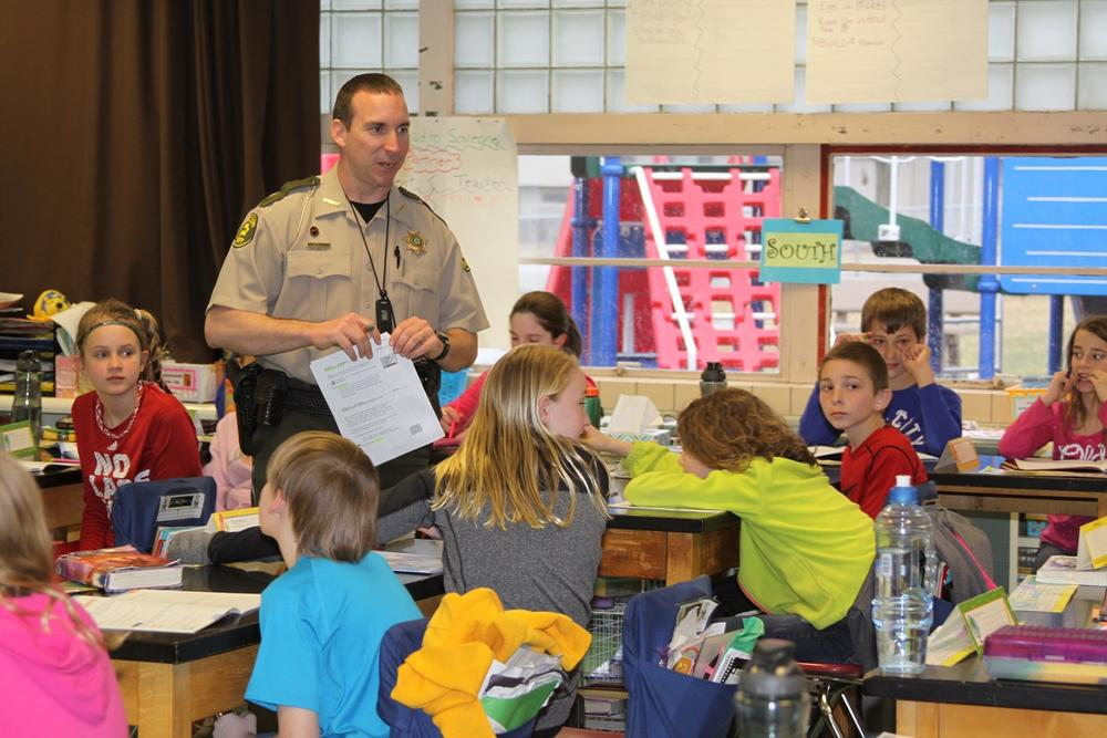 Sheriff Wade Harriman teaching for the Ida County D.A.R.E program